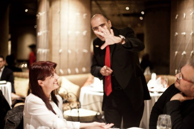 Eye catching and entertaining Table Magic for restaurants, gala dinners, weddings and corporate events! www.weddingmagician.info